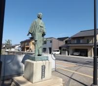 大梶七兵衛の像